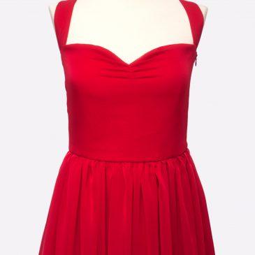 Invitada perfecta: Vestido largo rojo de gasa