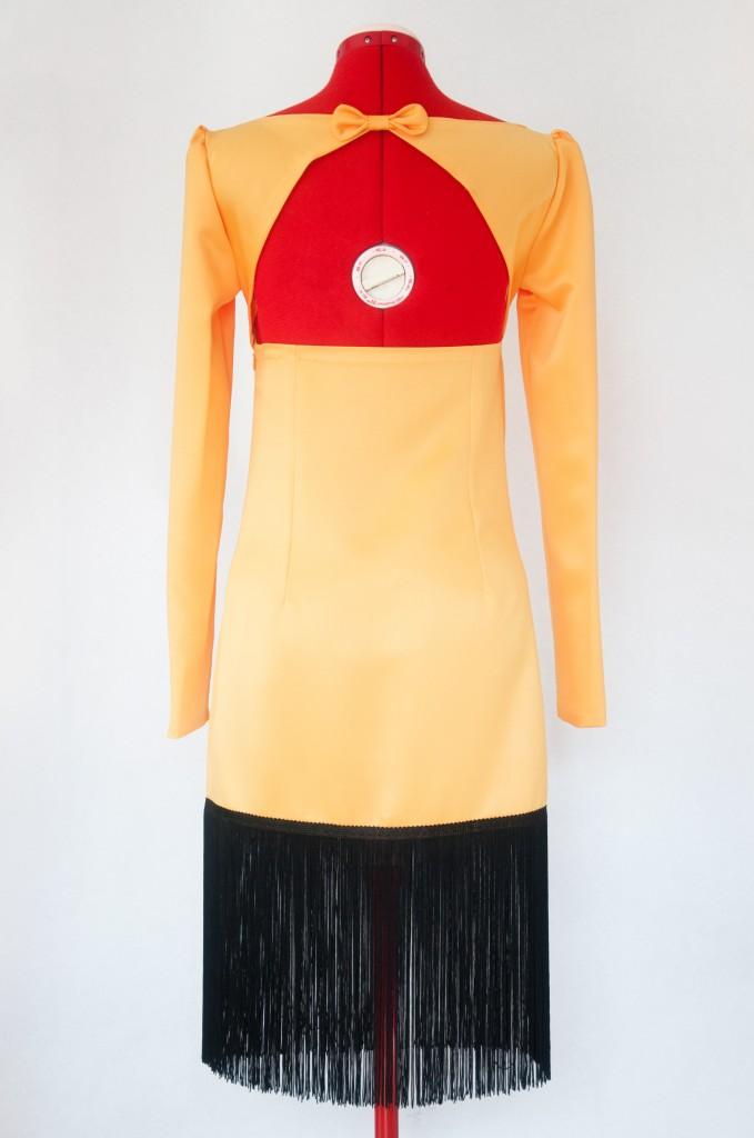Vestido-Maria-saten-amarillo-flecos-espalda