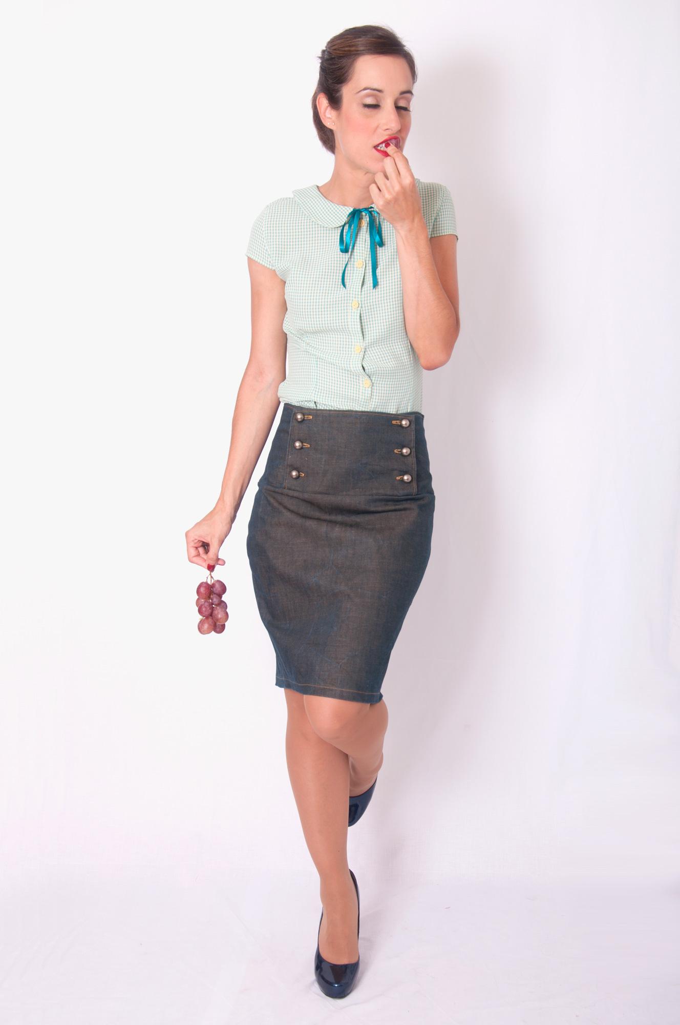 Falda negra en tienda de ropa 1 - 3 part 10