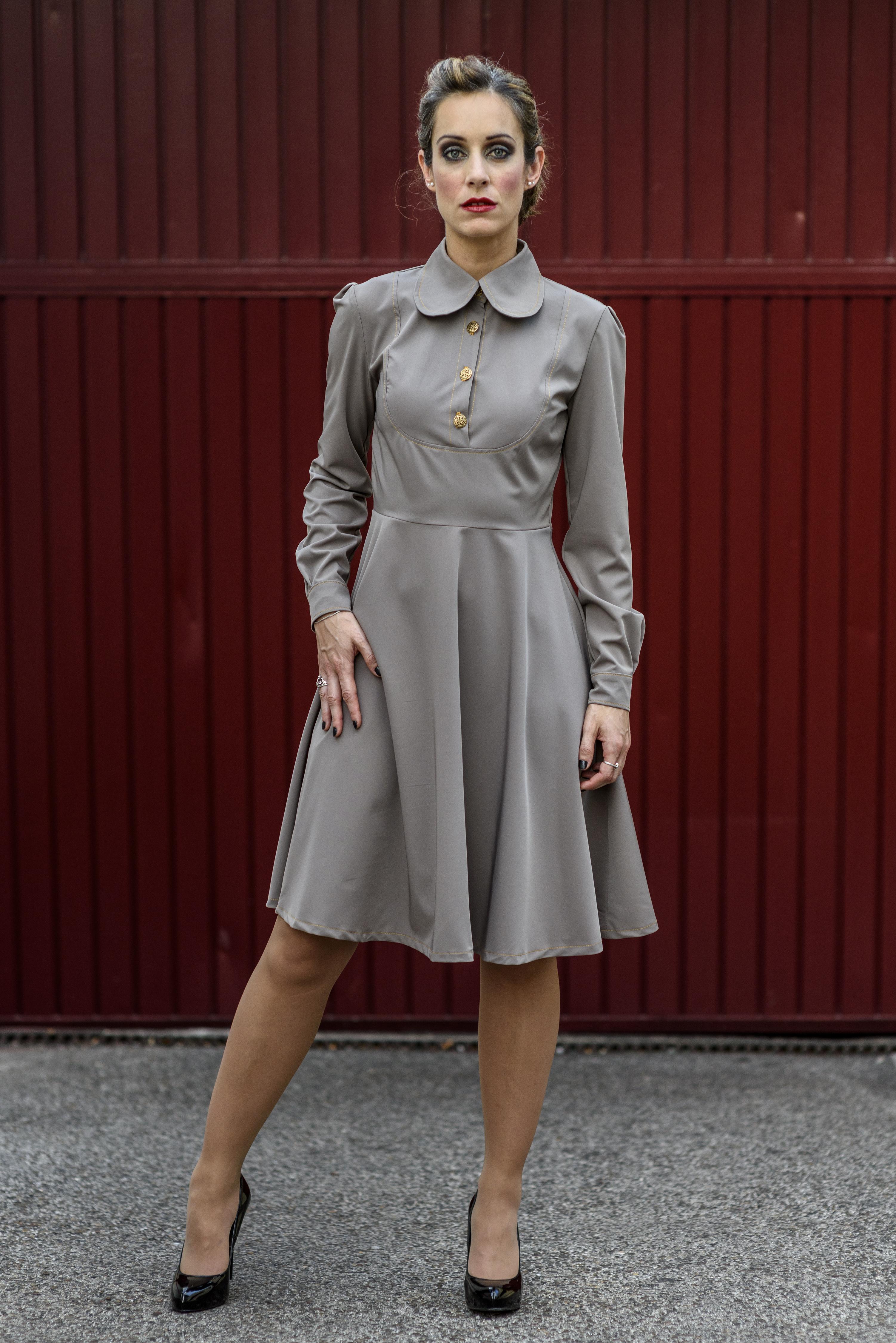 f507a0175 ... Vestido gris de manga larga Runaway. 🔍. Hot. Añadir ...
