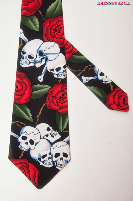 Corbata calaveras